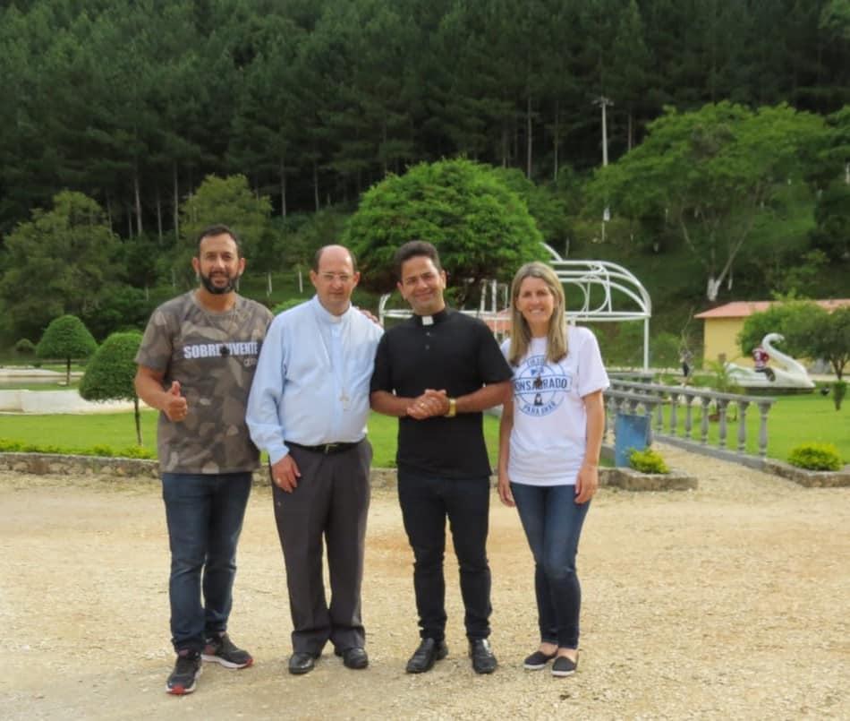 Dom Francisco visitou a Comunidade Fonte de Misericórdia